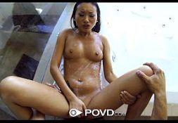 Novinha magra no vídeos eróticos sendo fodida com prazer