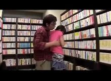 Japonesa na biblioteca publica faz pornozinho com namorado