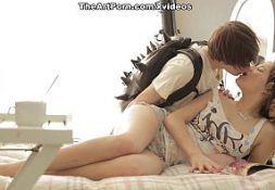 Novinha gozando muito na foda com o seu namorado jovem