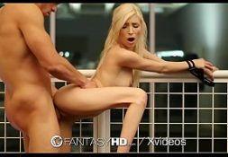 Bela mulher loira no porno safado sendo fodida