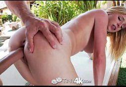 Sexo de 4 comendo a loira safada